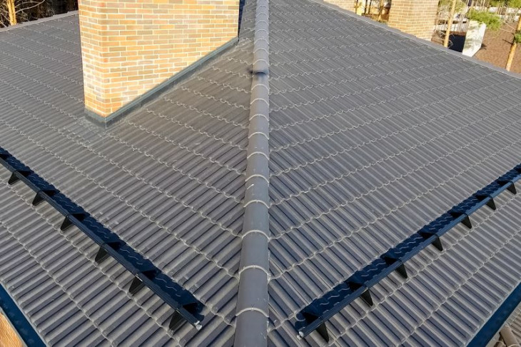 Acoperis tigla beton gri
