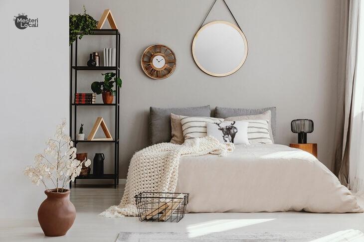 dormitor alb stil hygge patura pat flori oglinda rotunda