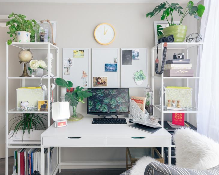 Birou alb plante verde scaun pufos