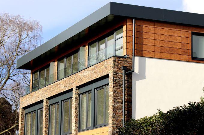 fatade case moderne fatada piatra exterior geamuri albastru inchis