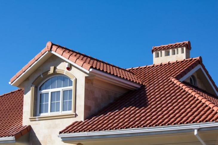 Casa noua acoperis tigla ceramica rosie