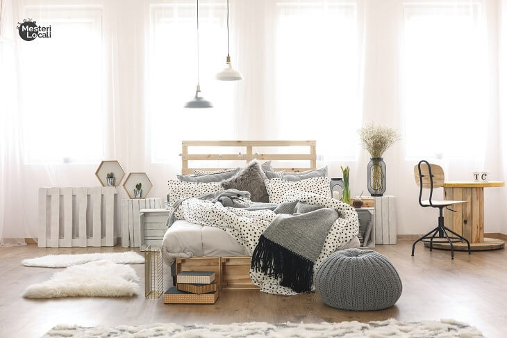 dormitor hygge gri paturi pat lemn covor blana alb pufos