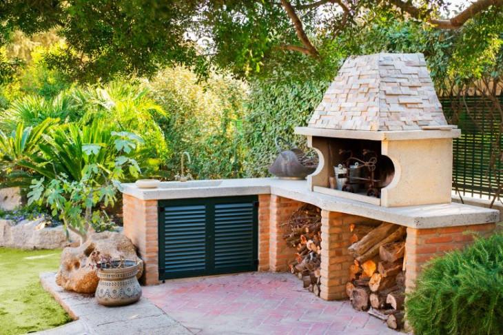 cuptor de vara pe lemne chiuveta afara