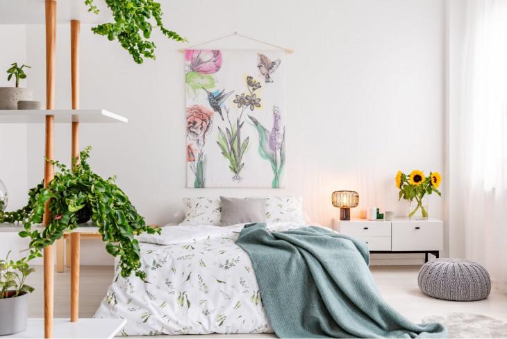 dormitor inconjurat de natura texturi comode patura verde