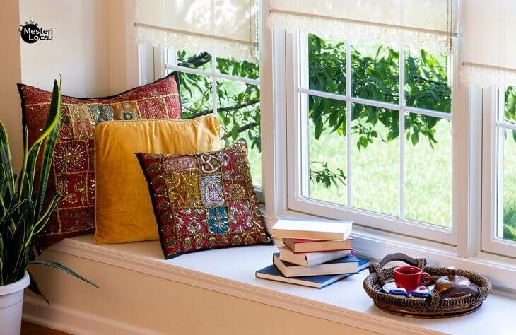 colt de lectura perne decorative carti planta de interior fereastra