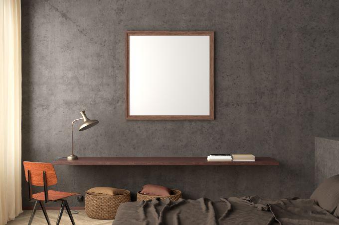 perete decorativ ciment gri dormitor oglinda supradimensionata lampa