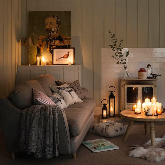 lumanari ambientale living room confortabil canapea gri semineu