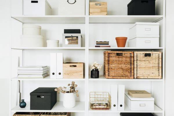 stil minimalist depoitare dulap